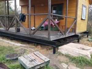 Поднятие дома на винтовые сваи