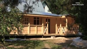 Деревянный дом с верандой