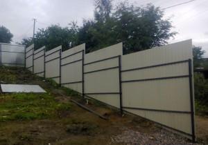 забор-на-винтовых-сваях