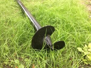свая винтовая на траве