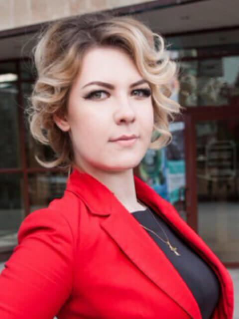 Алина - эксперт проекта